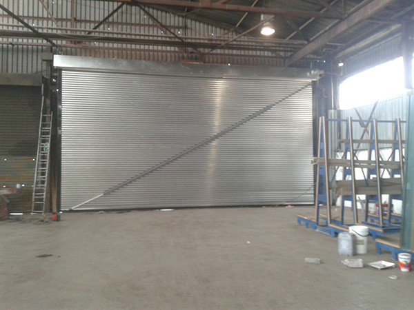 roller-door-with-wind-stabiliser